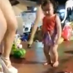 美女ダンサーのステージに女の子が乱入→オイシイとこ全部頂きました♪